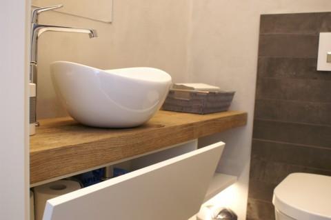 Detail Gäste-WC Waschtischklappe